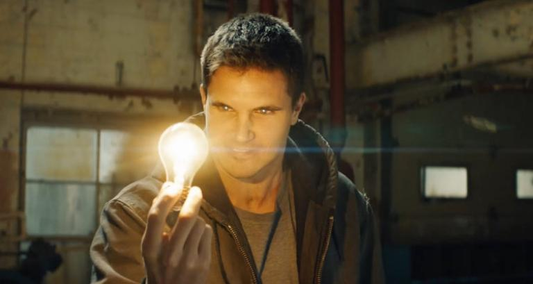 Robbie Amell could be back!