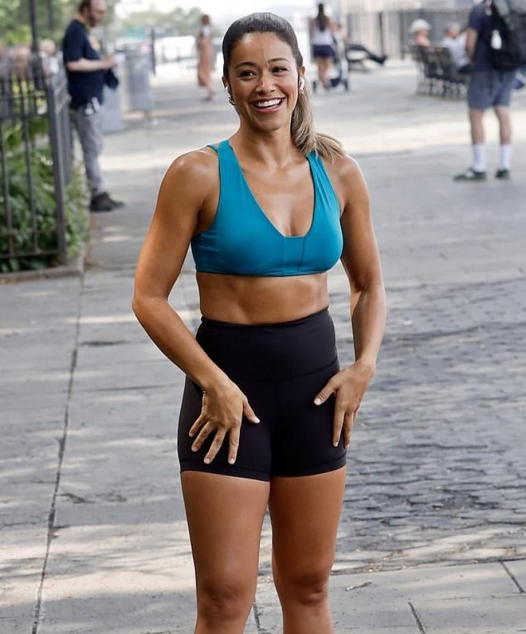 Gina Rodriguez for the shooting of Players on Netflix